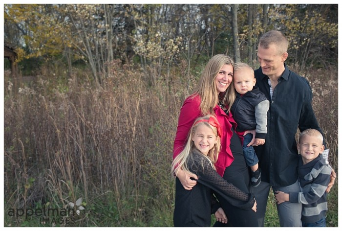 Blonde Family in Naperville mini session outdoors for fall